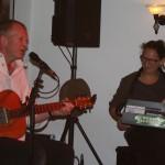 Robby Ballhause spielt Country und Folk live im Filou