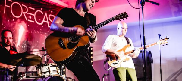 Das Danny Latendorf Trio spielt Rock, Pop und Folk im Filou