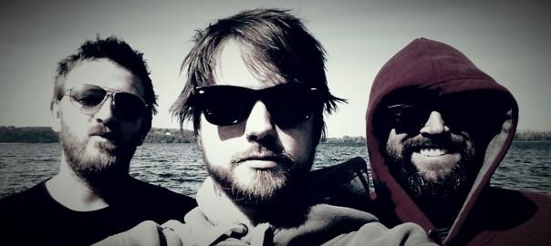 Singer-/Songwriter Nick Parker und Gaz Brookfield und Geiger Ben Wain.