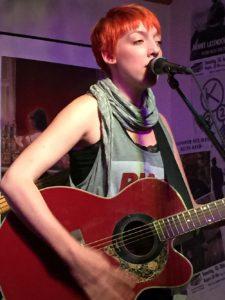Sängerin Natascha Bell und Band live im Filou