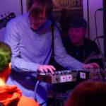 Gerrit Koch am Keyboard beim Q-bic - Konzert im Filou