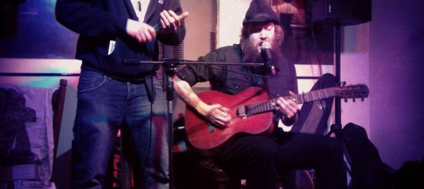 Songschreiber Tim Holehouse und Tim Loud live im Filou