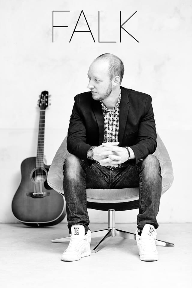 Singer / Songwriter FALK aus Hamburg tritt im Filou in Steinhude auf