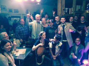 Publikums-Selfie beim Konzert von Lecia Louise im Filou Steinhude