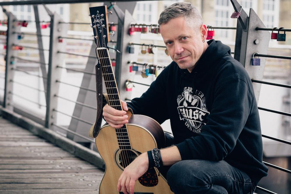 Singer-Songwriter Morgan Finlay live im Filou - Foto ©2017 Michael Schiller
